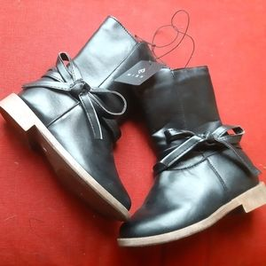 NEW WITH TAGS Girl's boots - little kids -…